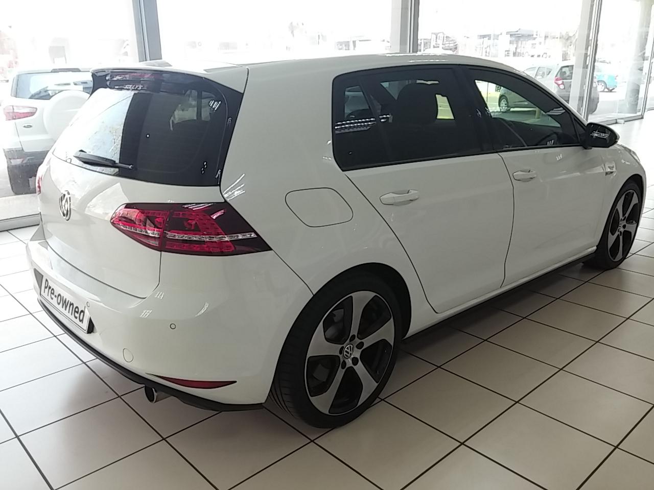 Volkswagen Golf VII GTi 2.0 TSI DSG