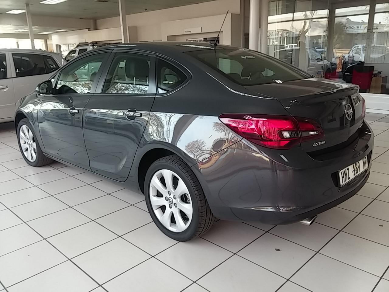 Opel Astra 1.4T Essentia