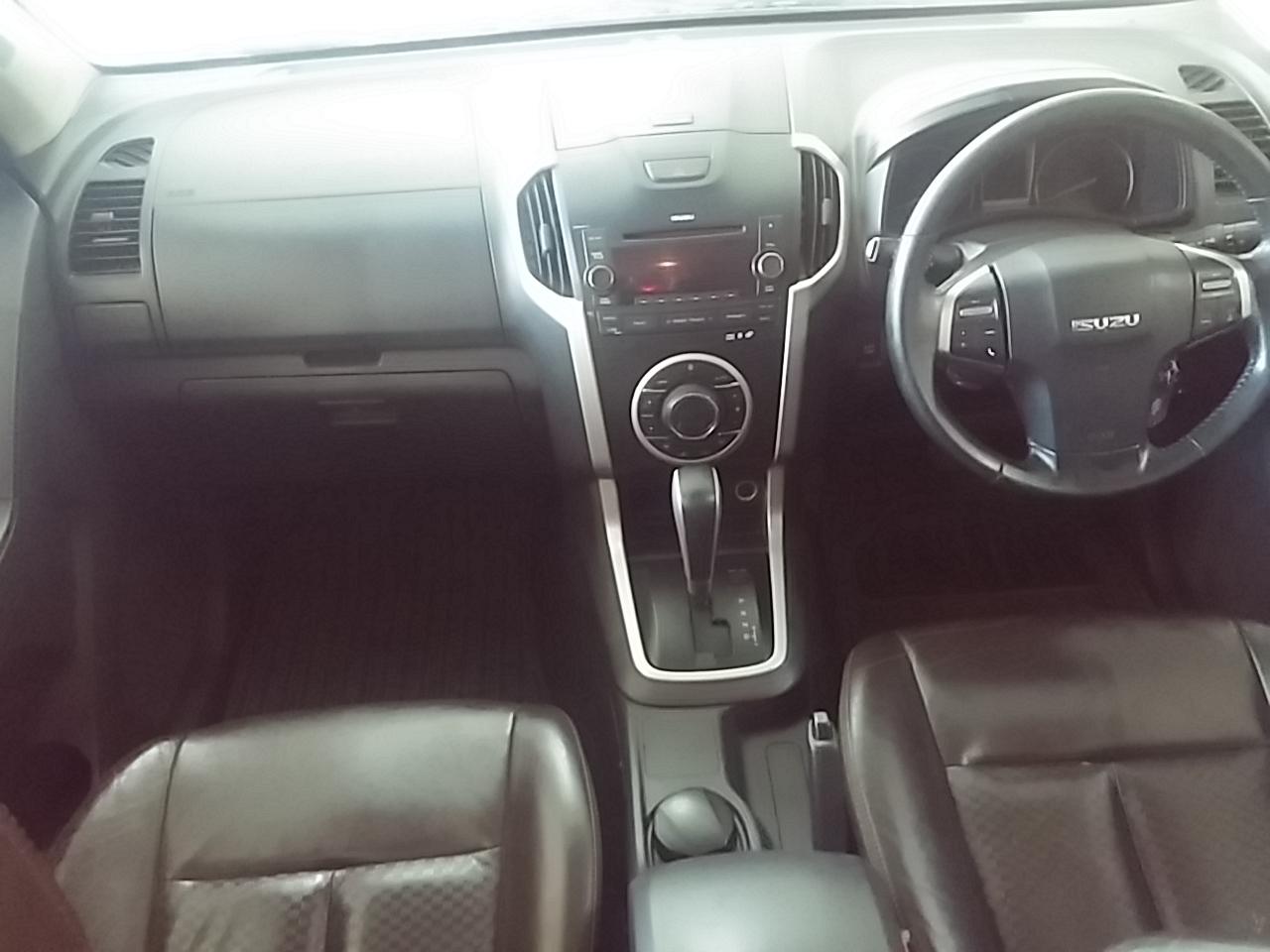 Isuzu KB300 D-TEQ LX Double cab Bakkie Auto
